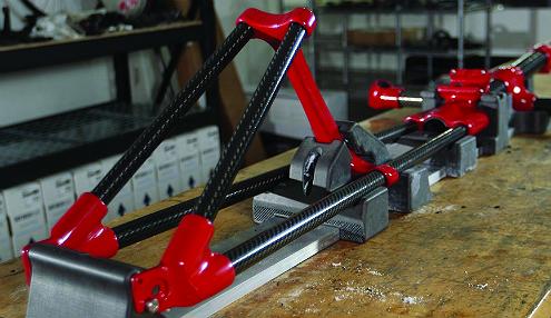 此自行車框架上的紅色部件是用 FDM Nylon 12CF 製造的。
