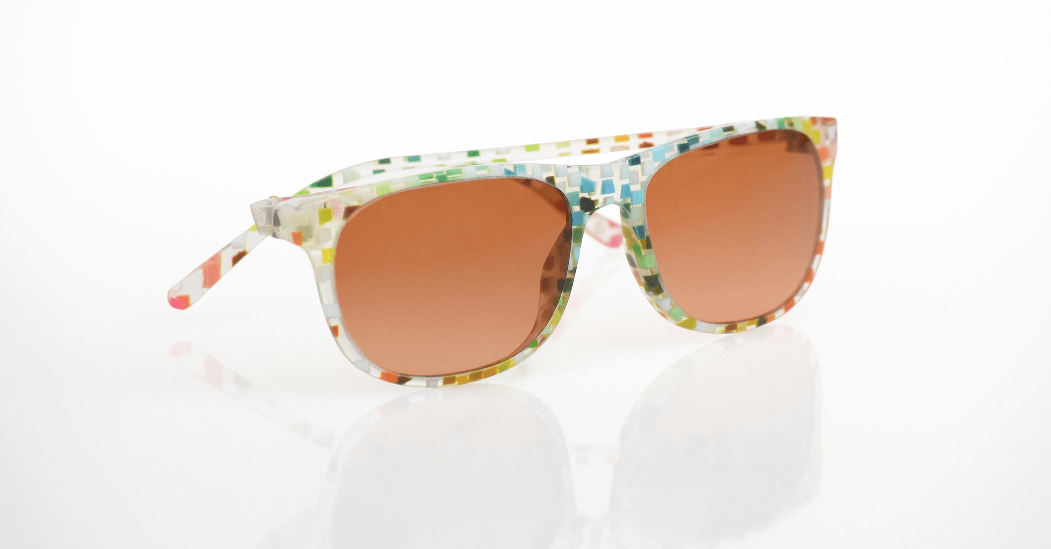 查看使用 Stratasys J750 列印的各種 VeroFlex 顏色組合的 3D 列印眼鏡原型。