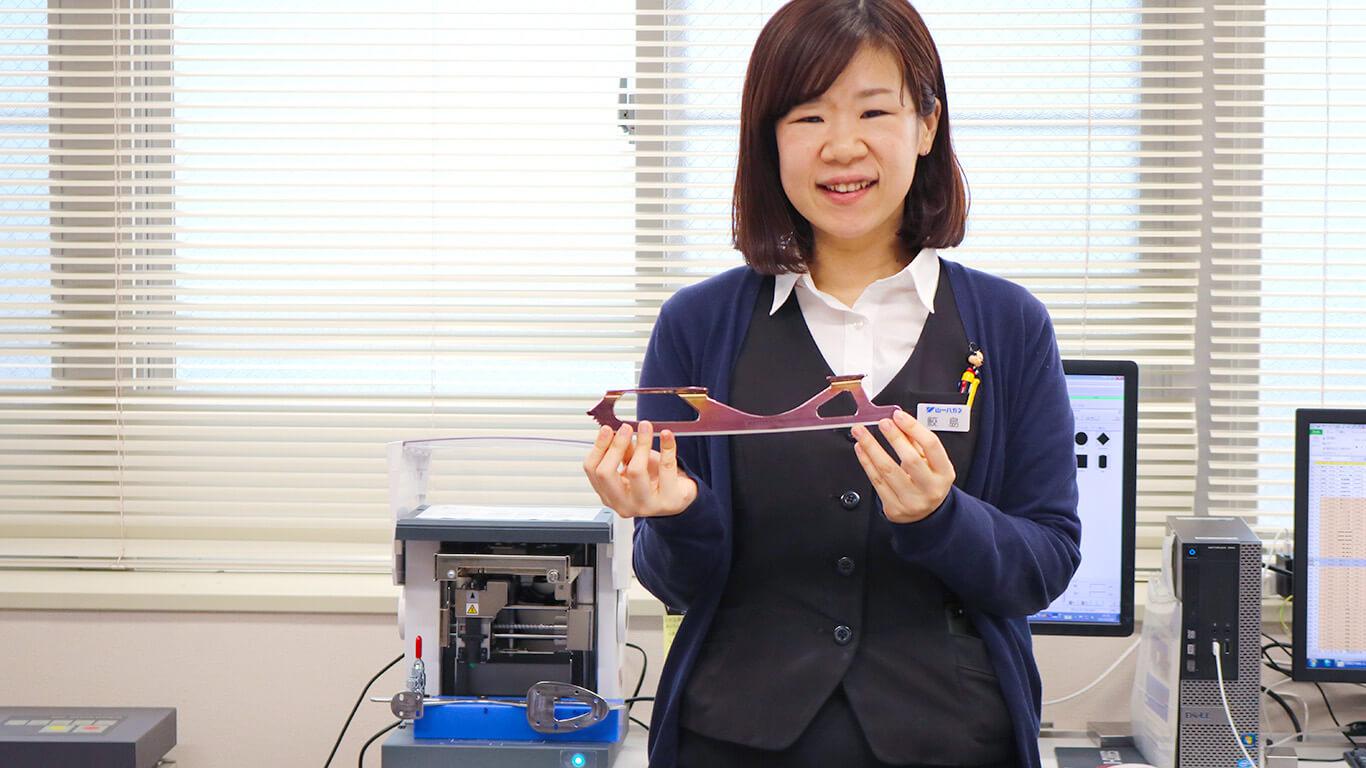 """Yamaichi Special Steel負責壓印過程的Ayano Sameshima解釋說:""""列印機之所以出色,是因為它易於使用而無需任何特殊知識。"""""""