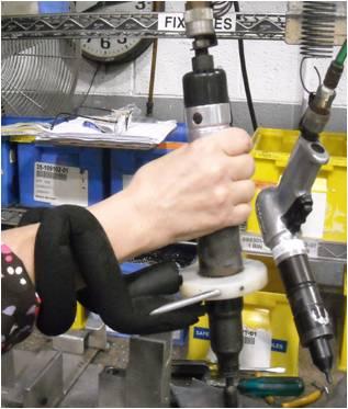 符合人體工學的小夾治具:手動夾具、吊具輔助、安全夾具
